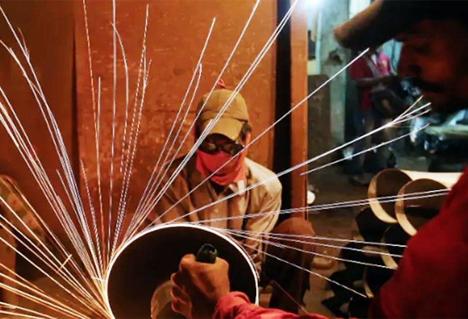 Over 30 million industrial workers to get pay hike as Centre set to revise inflation index